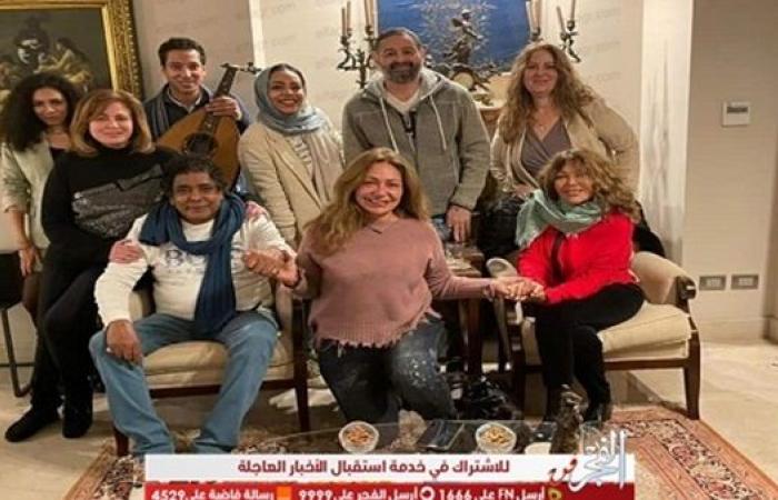 عاجل.. أول ظهور لمحمد منير بعد أزمته الصحية (صور)