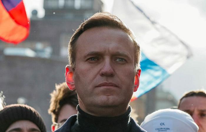 أليكسي نافالني.. إدارة السجون الروسية تعترف بنقله إلى معسكر عمل قسري
