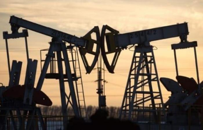 أسعار النفط تتراجع 99 سنتًا