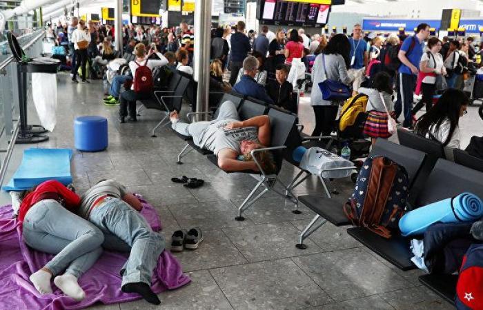 """تقرير يكشف عن """"انهيار"""" حركة السفر الجوي بداية هذا العام"""