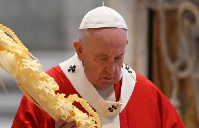 قبل ساعات من زيارته للعراق... البابا يغرد باللغة العربية