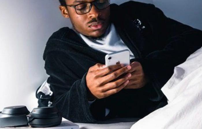 دراسة : 40% من طلاب الجامعات مدمنون لهواتفهم الذكية