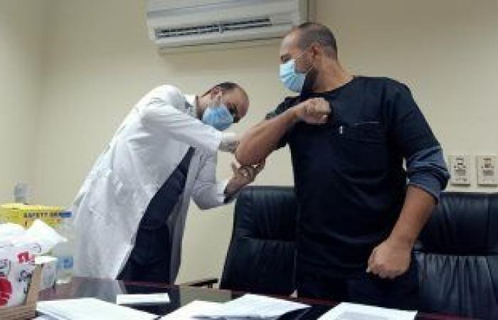 الصحة تعلن بدء تطعيم كبار السن وأصحاب الأمراض المزمنة غدا بلقاح كورونا