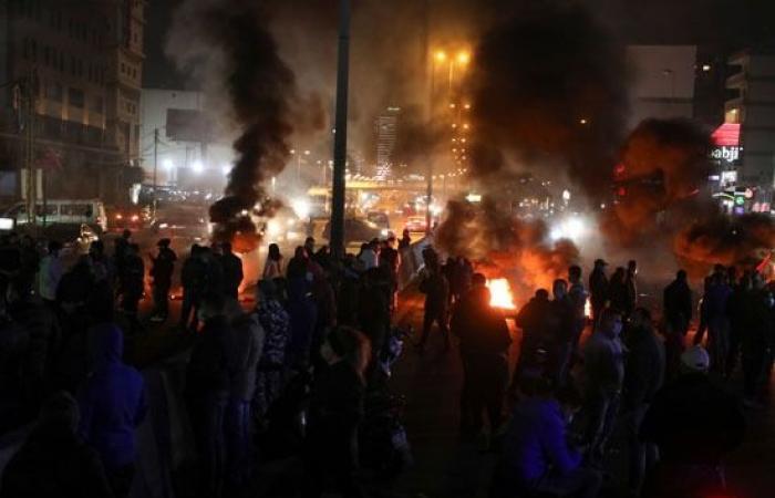احتجاجات لليوم الثالث فى لبنان بسبب تدهور الأوضاع الاقتصادية.. صور