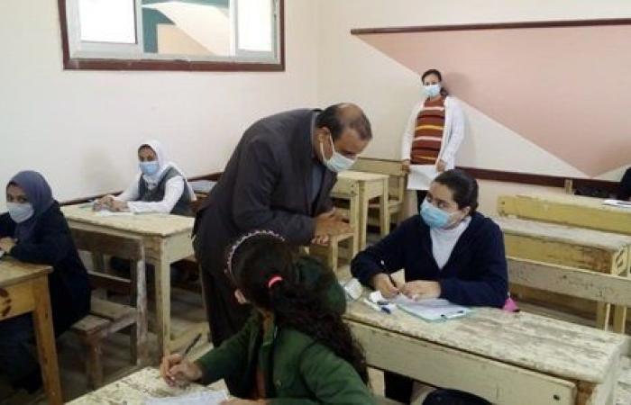 مدير تعليم مطروح يتفقد امتحان الصف الثاني الإعدادي بمدينة الحمام