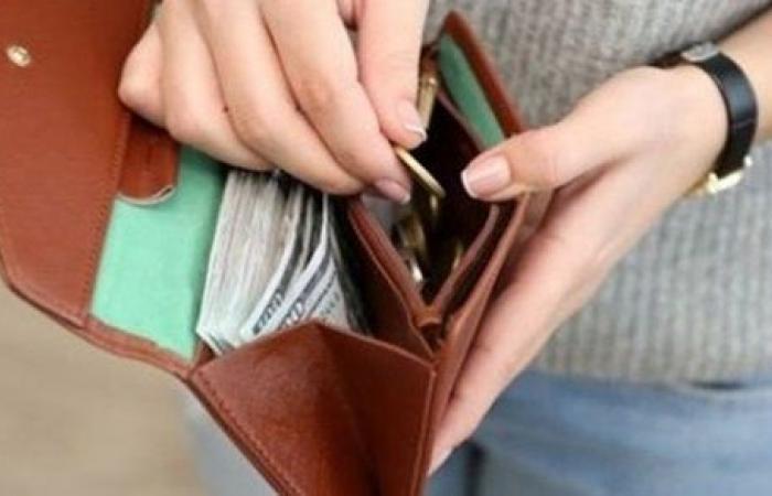 هل يجوز وضع مبلغ من المال في المصحف؟