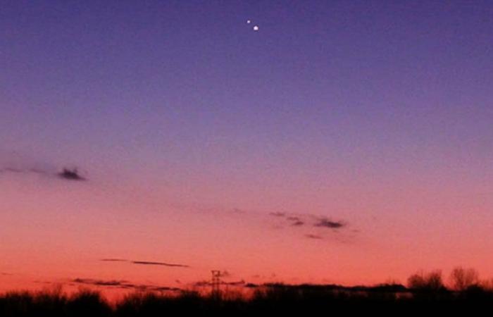 فلكية جدة: خلال ساعات اقتران أكبر وأصغر كوكبين بالمجموعة الشمسية