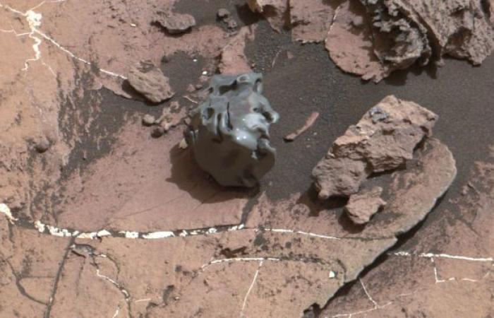 حدث هو الأول من نوعه... نيزك عربي يعود إلى المريخ وينفذ مهمة علمية فريدة... صور وفيديو