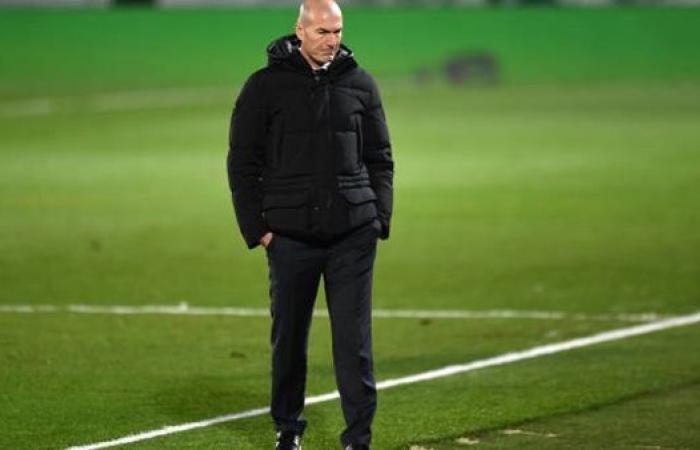 بيريز يحسم مصير زيدان مع ريال مدريد