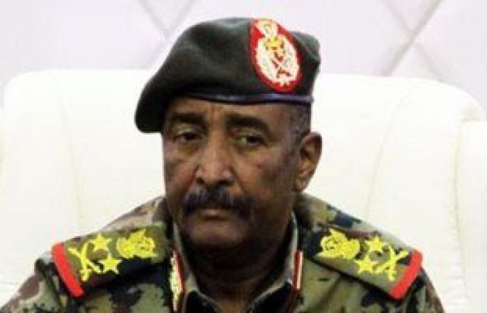 رئيس مجلس السيادة بالسودان يعلن ترقية عدد من الضباط وإحالة آخرين إلى التقاعد
