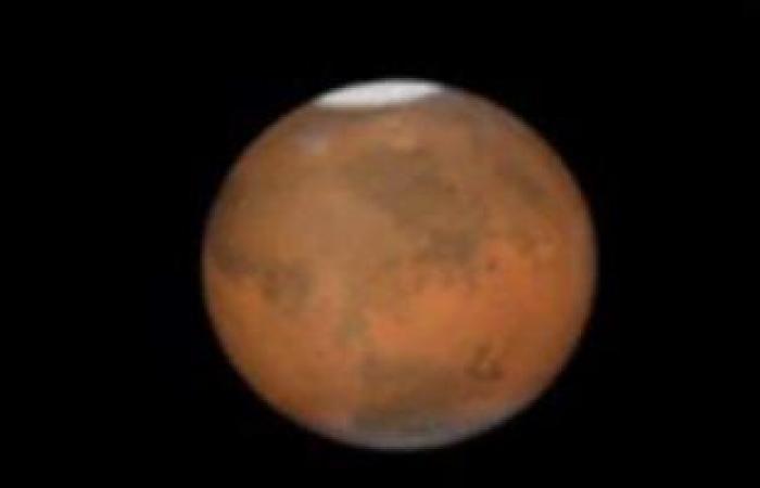 مركبة ناسا تنشر جهاز استشعار الرياح على سطح المريخ