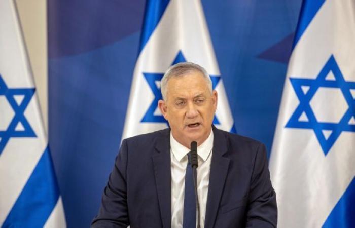 غانتس يحرج وزيرة اتهمت إيران بتلويث الشواطئ الإسرائيلية