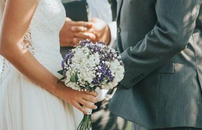 نقطة بالإجبار.. عروسان يفرضان على المعازيم دفع مبلغ كبير لحضور حفل زفافهما