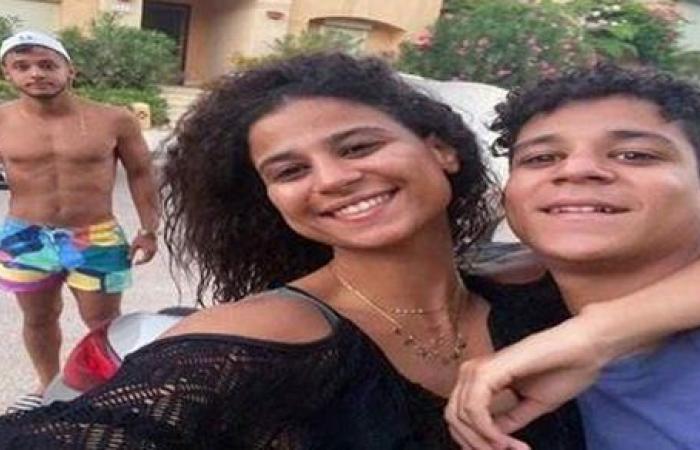 أحمد داش ينشر صورة جديدة من زفاف شقيقته دينا