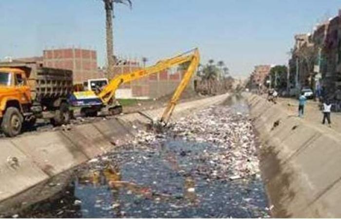 الري: المصريين تعودوا على رمي الزبالة في الترع.. وبيدمروا مشروع التبطين