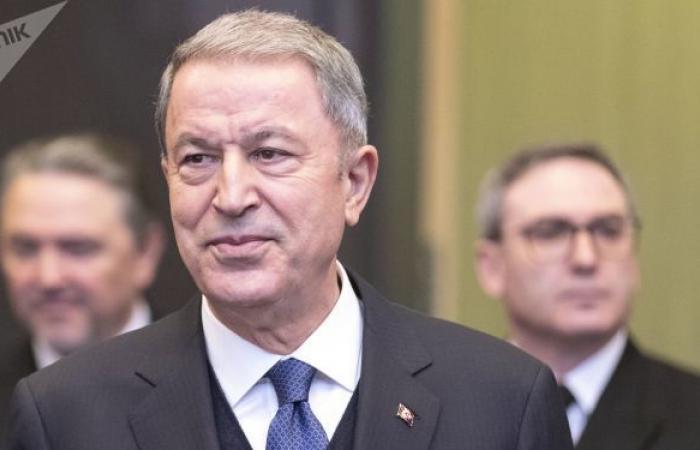 وزير الدفاع التركي يؤكد سعي بلاده لحل المشكلات مع اليونان في إطار القانون الدولي