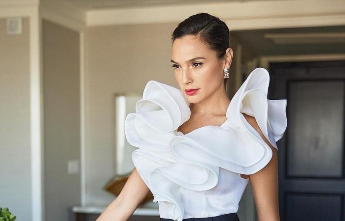 نجمات حفل جوائز النقاد الأمريكية الافتراضي يتألقن بفساتين جذابة من المنزل.. صور