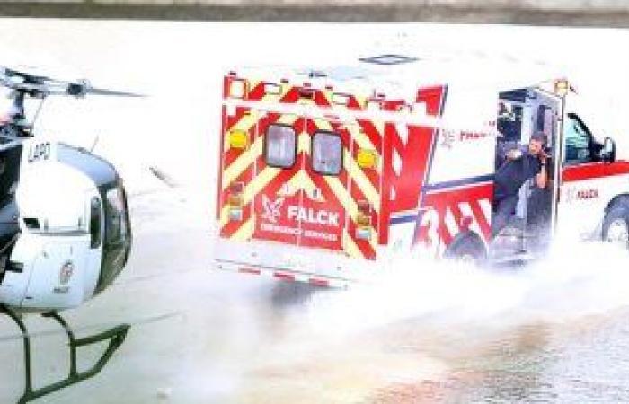 جيك جلينهال يطلق النيران على طائرة مروحية تطارده بكواليس أحدث أفلامه.. صور