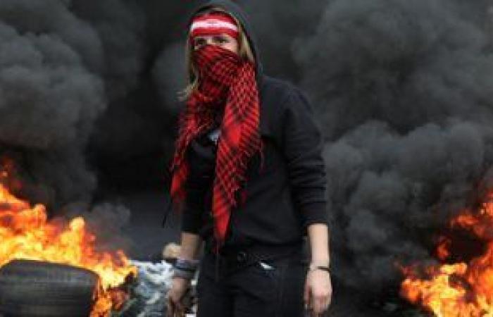 بدء فتح أحد الطرق الرئيسية فى لبنان عقب تفاوض الجيش والشرطة مع المحتجين