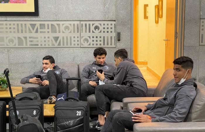 بعثة بيراميدز فى مطار القاهرة استعدادًا للسفر إلى المغرب لمواجهة الرجاء.. صور