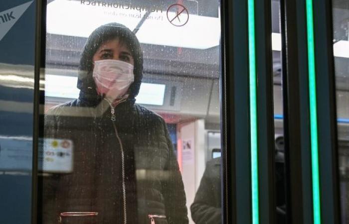 """مترو موسكو يحضر مفاجأة للمسافرين بمناسبة """"كذبة نيسان"""""""