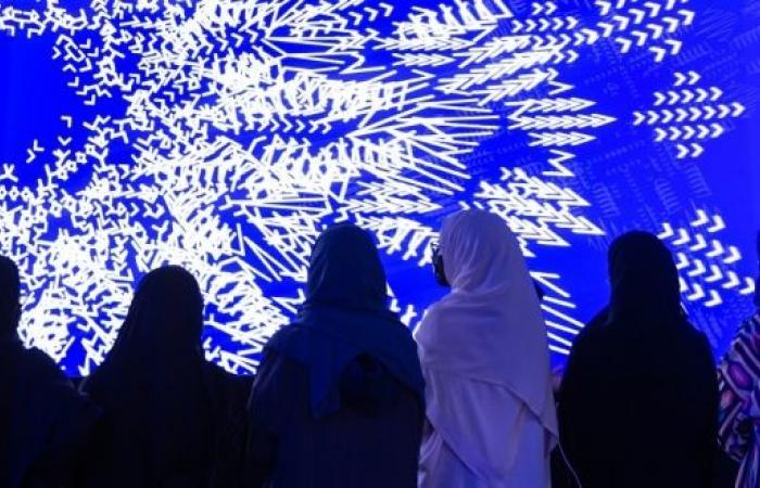 نور الرياض تحوِّل العاصمة إلى هالة من الأضواء