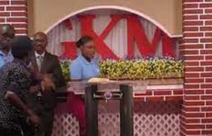 اختطاف قس بقوة السلاح أثناء بث مباشر لاحتفال كنسي في هايتي | فيديو