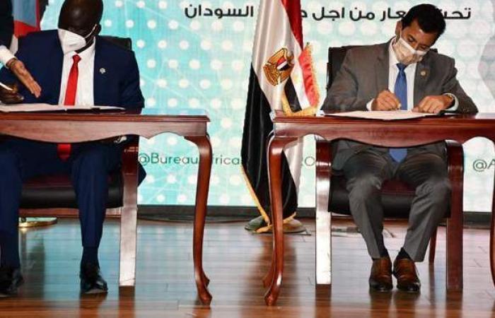 وزير الشباب والرياضة ونظيره بجنوب السودان يوقعان بروتوكول تعاون