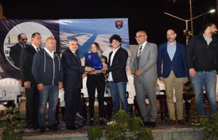 نادي الزهور يكرم رئيس قناة السويس احتفالا بتعويم السفينة الجانحة