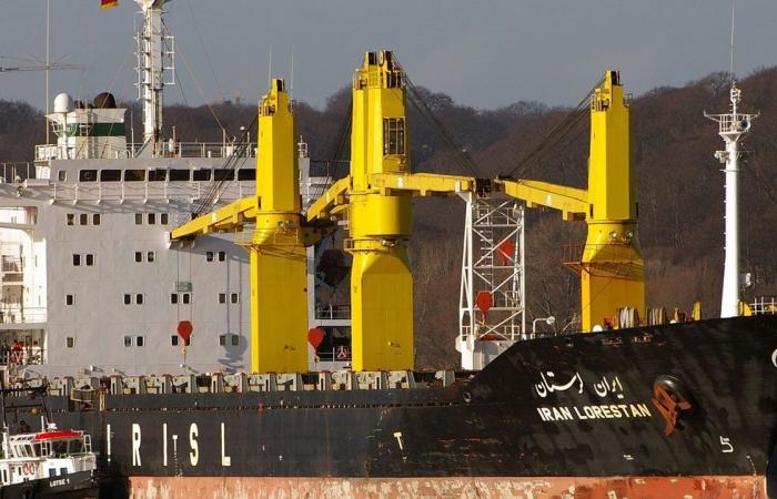إيران تعترف بتعرض سفينتها «ساويز» لهجوم في البحر الأحمر