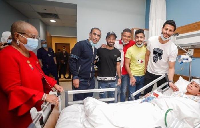 فريق الأهلي يزور مستشفى الناس لعلاج الأطفال