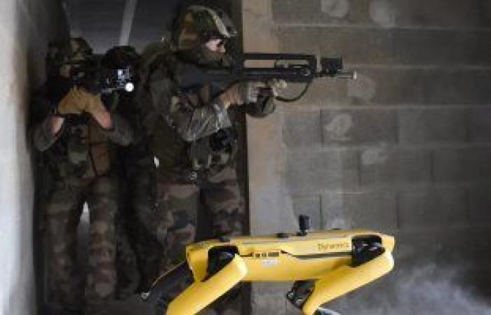 """مدرسة عسكرية فرنسية تستعين بالروبوت """"سبوت"""" فى التدريبات"""