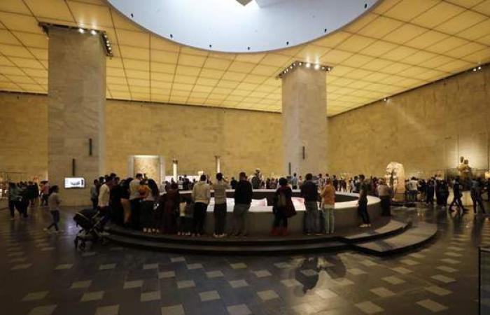 آلاف الزائرين يتوافدون على المتحف القومي للحضارة المصرية بالفسطاط