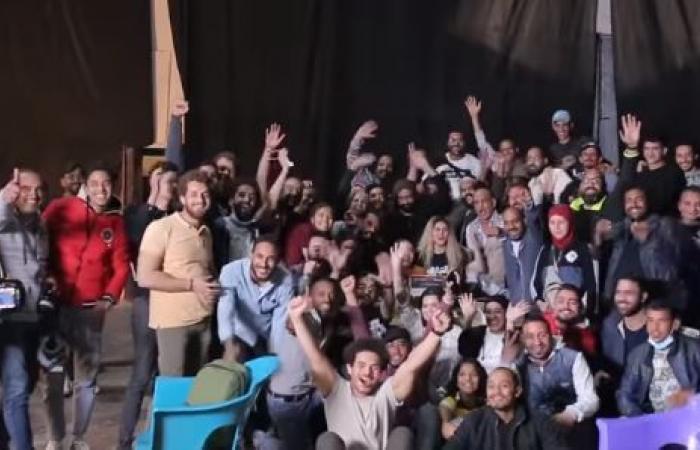 """ماندو العدل يعلن انتهاء تصوير مسلسل """"بين السما والأرض"""".. فيديو"""