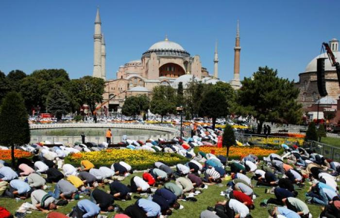"""إمام مسجد """"آيا صوفيا"""" يستقيل من منصبه"""