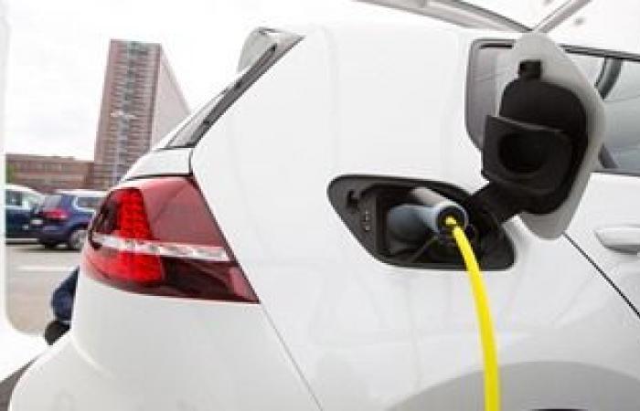 مستويات قياسية لمبيعات السيارات الكهربائية والهجينة في المملكة المتحدة
