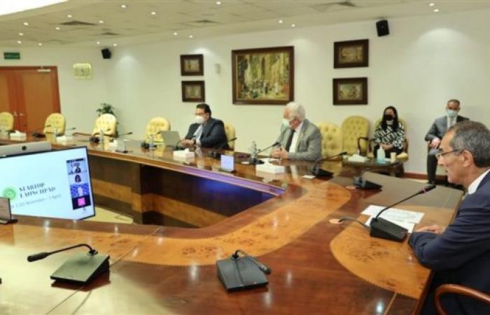 """وزير الاتصالات يشهد تخريج الدورة الأولى من مبادرة """"منصة إطلاق الشركات الناشئة"""""""
