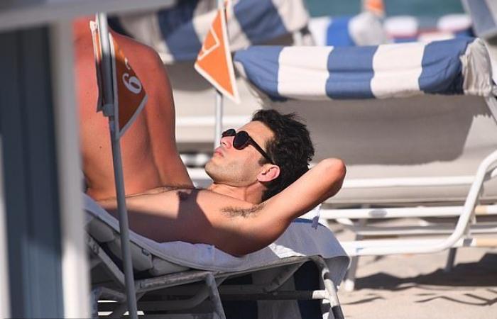 """رامي مالك يقضى يقضى إجازة فى ميامى برفقة أصدقائه المقربين """"صور"""""""