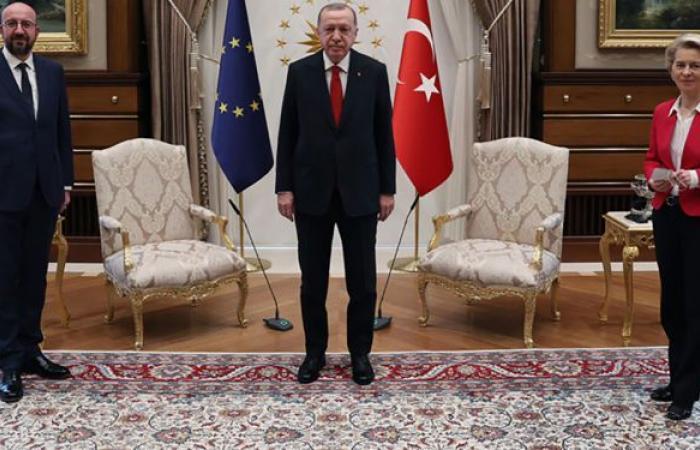 """مجلة ألمانية تبرئ أردوغان وتكشف سببا مفاجئا لـ""""إهانة رئيسة المفوضية الأوروبية"""""""