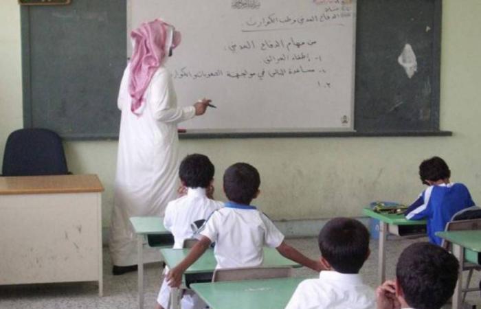 قصة وفاء.. طالب يذكّر معلمه بصنيع له قبل 30 عامًا ودموع الأخير تنهمر فرحًا