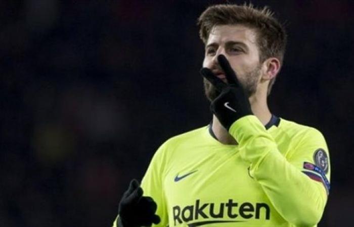 بيكيه يوبخ حكم مباراة الكلاسيكو بعد الخسارة أمام ريال مدريد