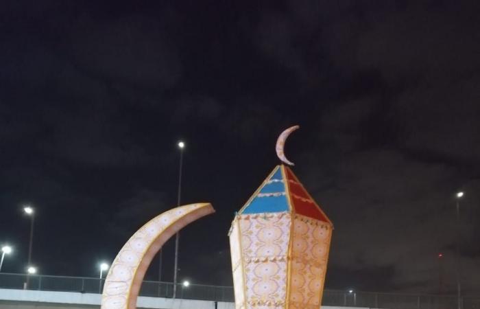 فانوس رمضان بطول 15 متر يزين ميدان رمسيس احتفالا بالشهر الكريم.. صور