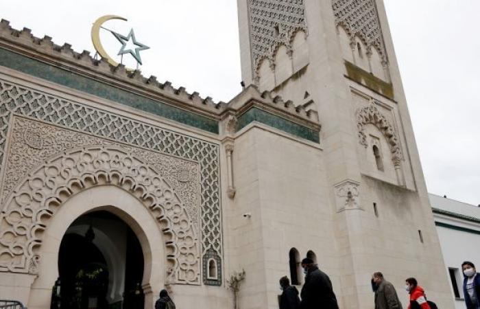 """""""عدوان لا يحتمل"""" على مركز ثقافي إسلامي في فرنسا..والحكومة تعلق"""