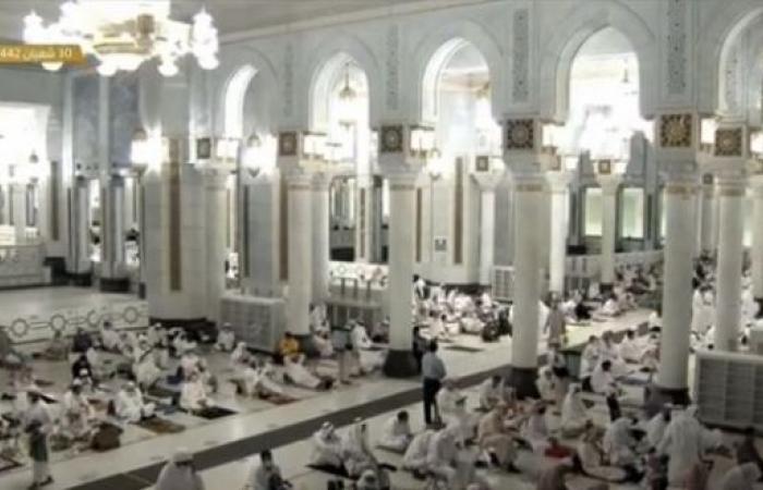 فيديو.. صلاة العشاء الأولى من رمضان في المسجد الحرام