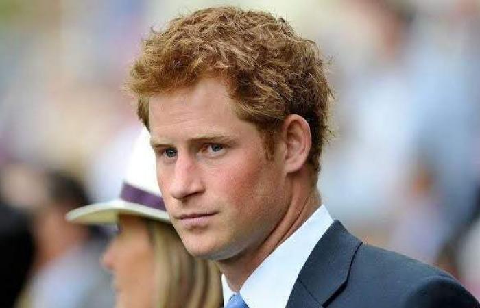 بدون زوجته.. الأمير هاري يعود إلى بريطانيا للمشاركة في جنازة جده فيليب
