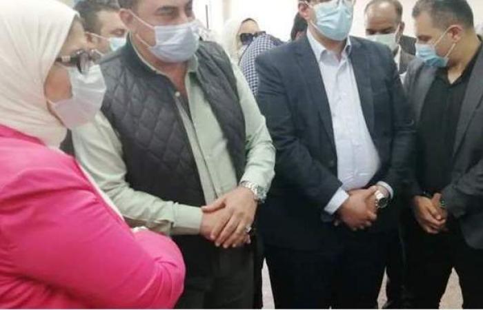 وزيرة الصحة ومحافظ أسوان يتفقدان المنشآت الطبية