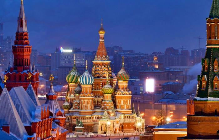 أوكرانيا.. دول أوروبية تدعو روسيا إلى وقف الاستفزازات.. و«الكرملين»: لن نحارب