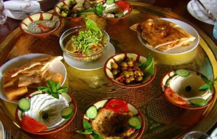 نصائح طبية لتجنب الجوع والعطش في رمضان.. أكلات مهمة في السحور