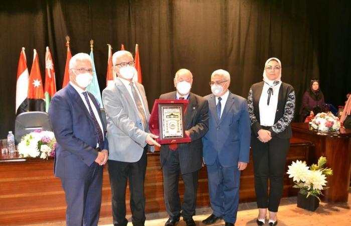 جامعة مصر للعلوم والتكنولوجيا تفوز بالمركز الأول للمرة السابعة فى مؤتمر اتحاد الجامعات العربية للعام الجامعي 2019ـ 2020