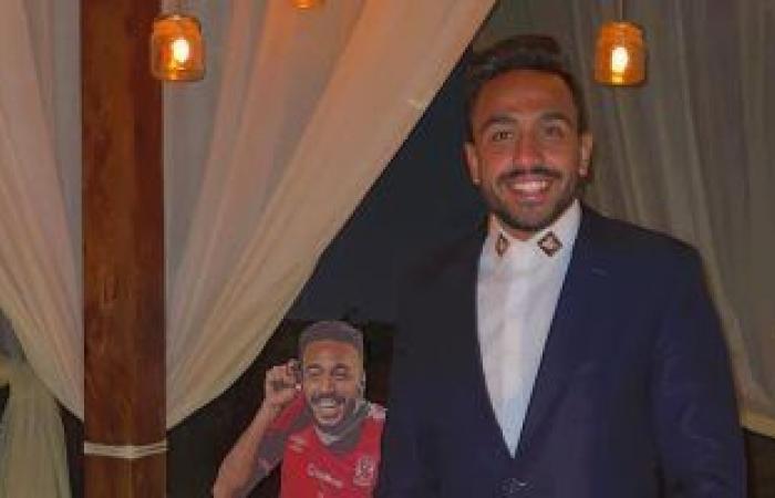 """محمود كهربا يحتفل بعيد ميلاده الـ 27 بتورته على شكل """"كهربا"""".. صور"""